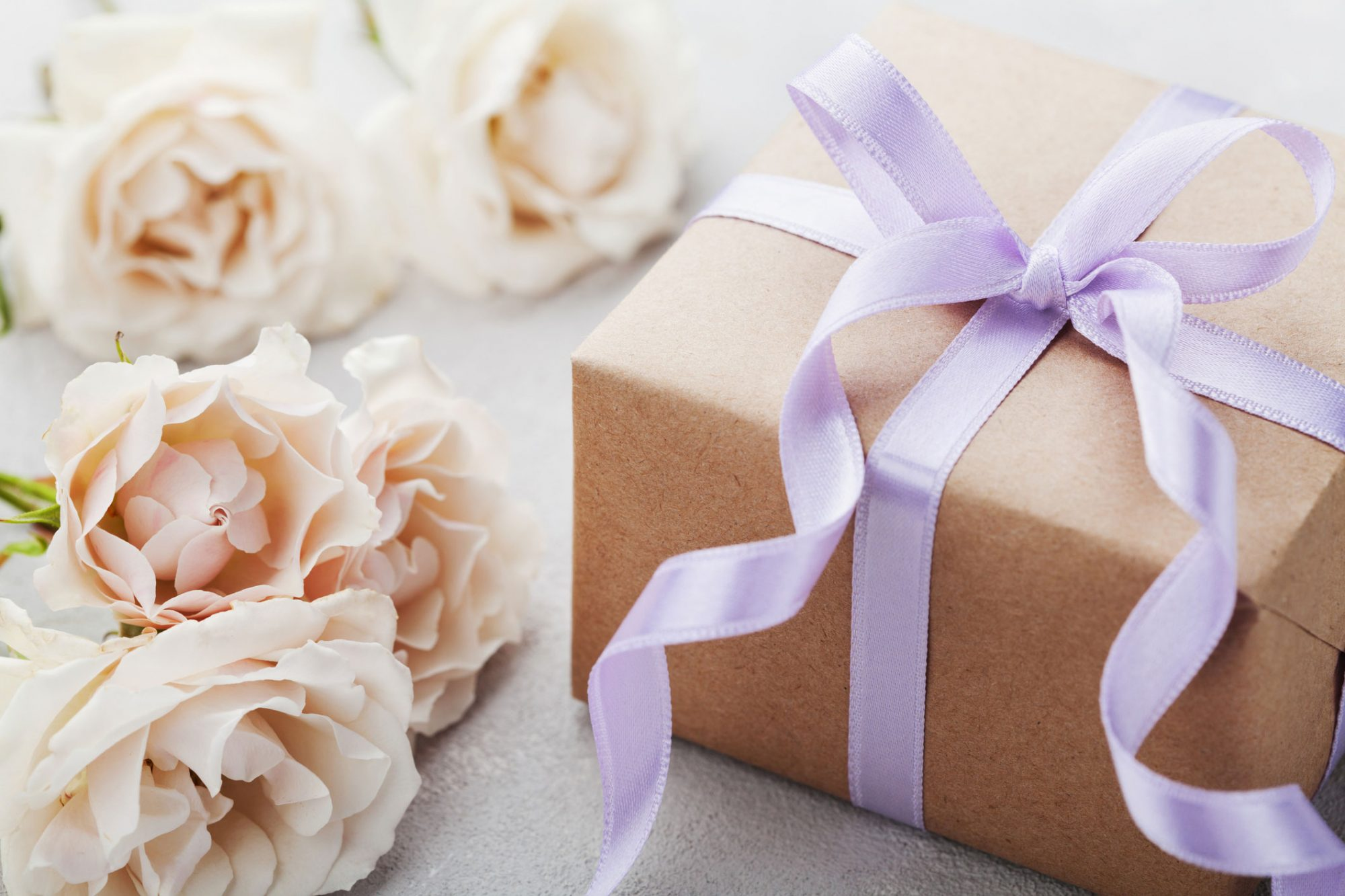 It is preferred to start writing wedding thank you notes from time as soon as it arises. It can prevent wastage of time.